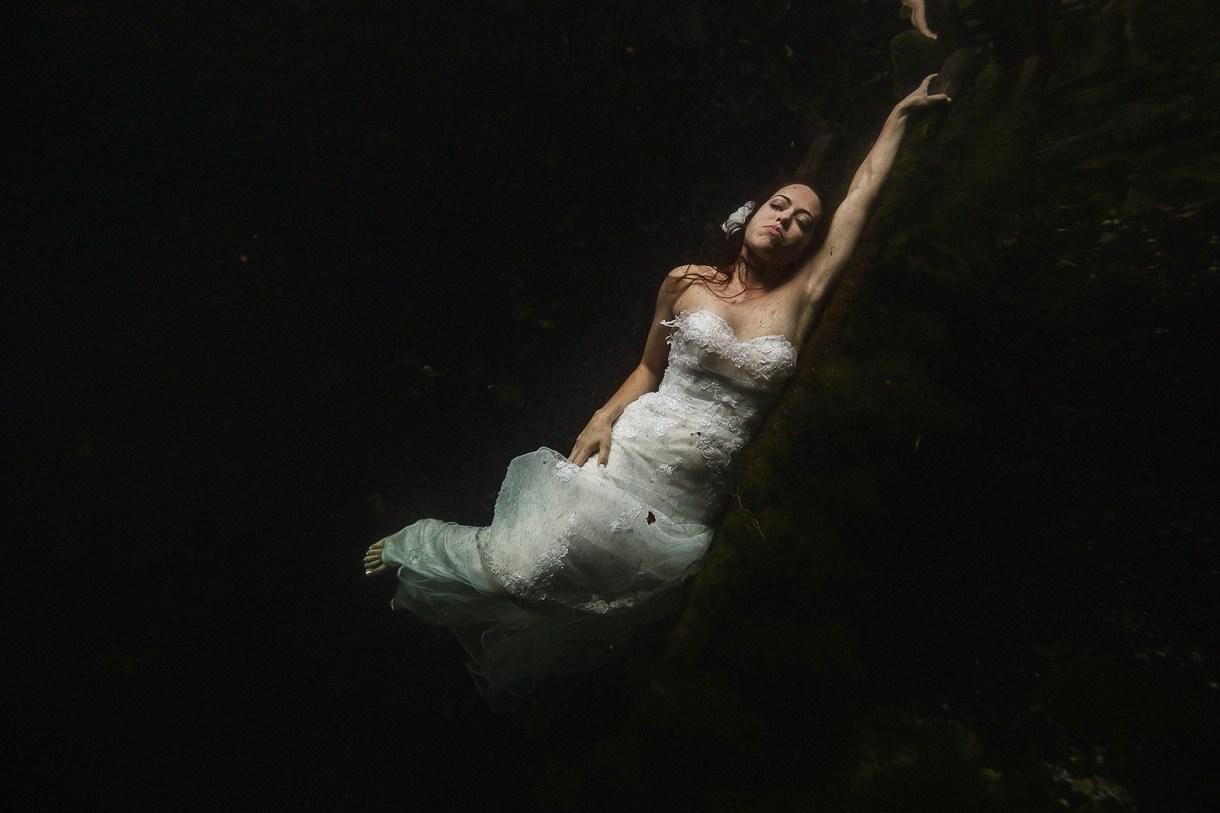 underwater wedding photographer Marcos Valdés