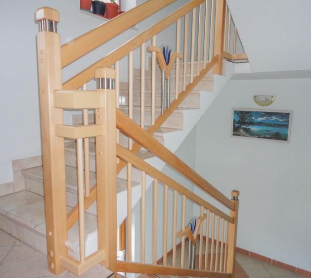 Geländer aus Buchenholz Natur mit Glaselementen