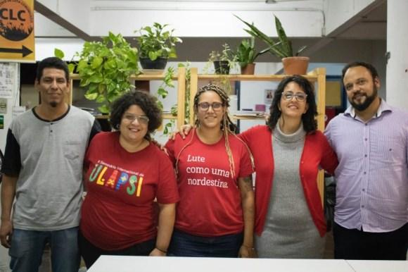 Equipe da Escola Livre de Redução de Danos - da esq. para dir.: Arturo, Priscilla, Ingrid, Anamaria e Rafael (crédito: Ernesto de Carvalho)