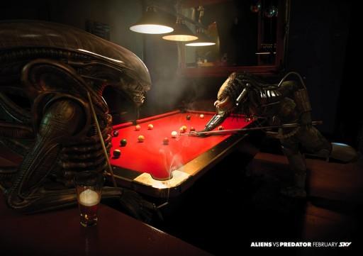 Alien contra Predator xogando ao billar