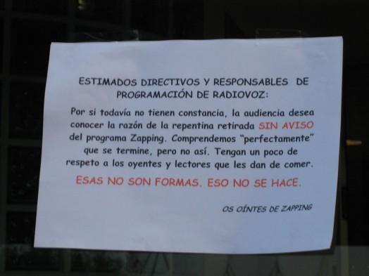 Detalle de la nota dejada en la puerta de RadioVoz