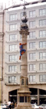 Spider-Man no Obelisco
