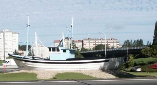 coche aparcado xunto o barco de Chanquete