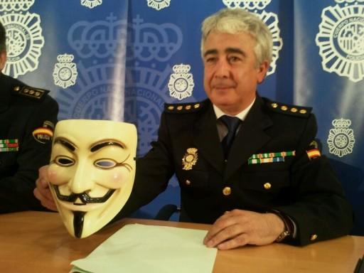 Manuel Vázquez coa carate de Guy Fawkes