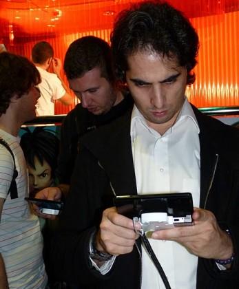 Xente xogando coa Nintendo 3DS