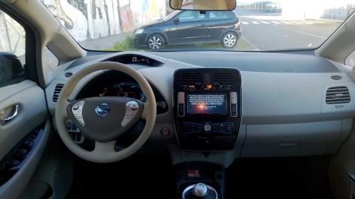 interior do Nissan Leaf