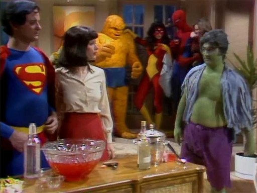 festa de superheroes no Saturday Live Night