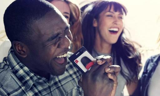 Smartphone facendo de micrófono