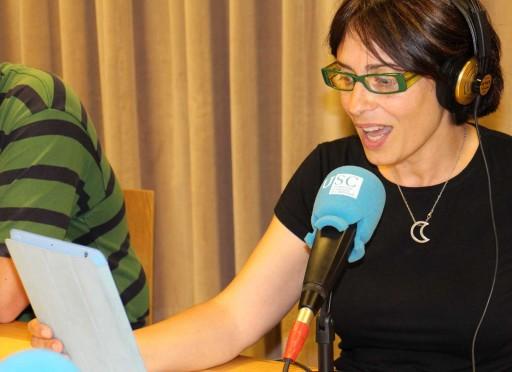 Nieves Rodríguez, conductora do Metrópoles Delirantes