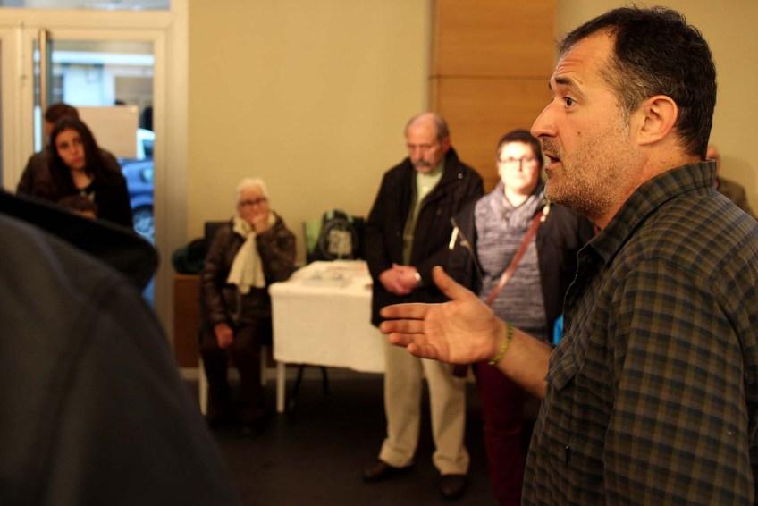 Luís Davila falando en Melide