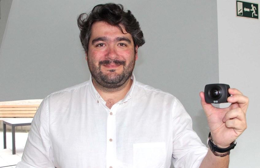 José Alcañiz facendo entrega da Elecam 360