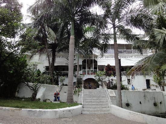 Hotel Oloffson Port au Prince2