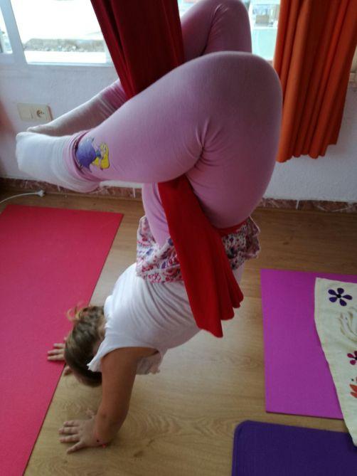 yoga-aereo-para-ninos_mardeyoga
