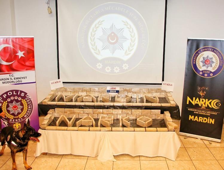 (Düzeltme) Mardin'de tırın soğutucu bölümüne gizlenmiş vaziyette 112 kilogram eroin ele geçirildi