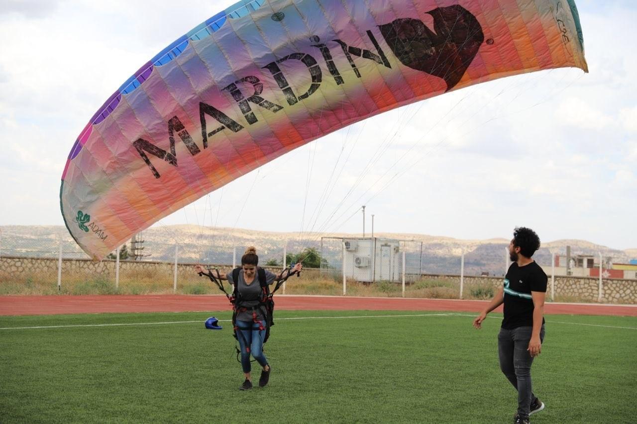 Mardin'de gençlerden yamaç paraşütüne büyük ilgi