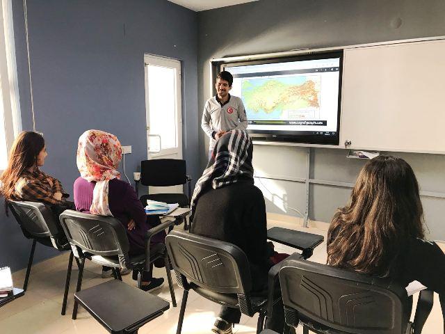 Artuklu'da YKS'ye hazırlanan gençlere eğitim desteği