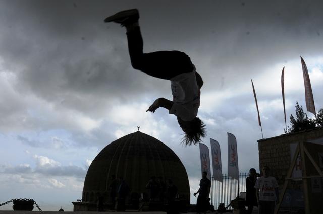 Tarihi mekanlarda Akrobatik gösteriler