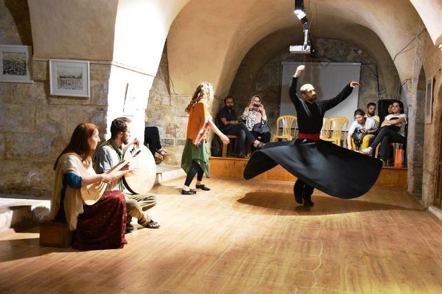 Sanatçılardan MezopArt gösterisi