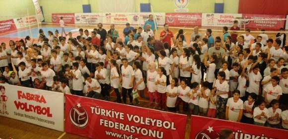 Fabrika Voleybol'un yeni okulu Mardin'de açıldı