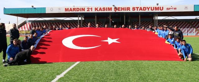 Başakspor futbolcularından İdlip'deki Mehmetçiğe destek