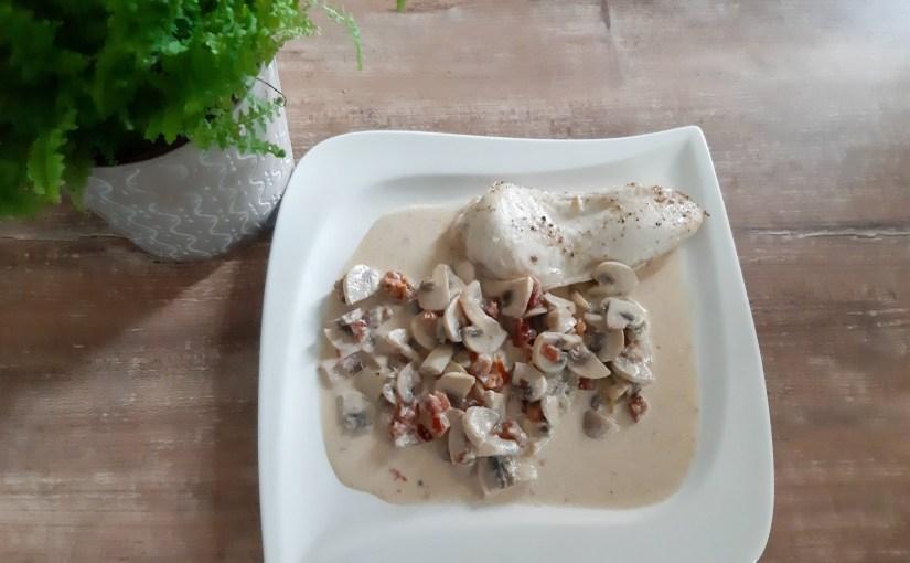 Low-carb healthy chicken stroganoff