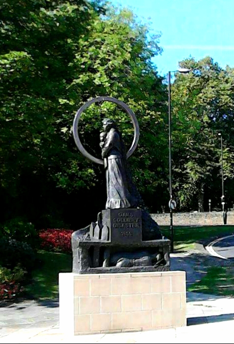 A photo of the memorial statue in town centre.