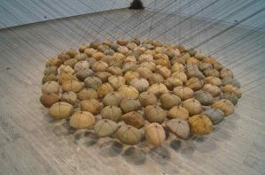ken-unsworth-suspended-stone-circle-ii-agnsw