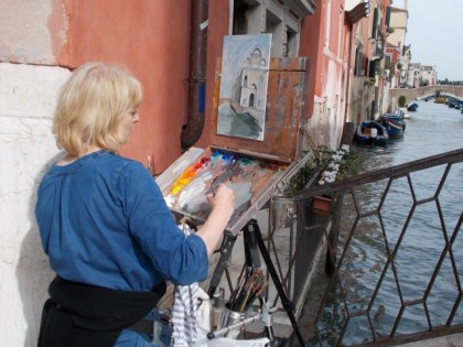 An artist in Venice , Photo by Margie Miklas