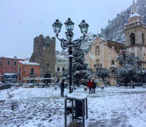 Snow in Taormina Photo by @sciva89