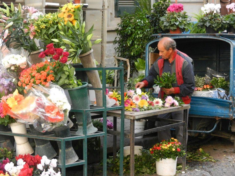 Flower-Vendor-Naples