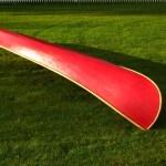 Die glatte Außenhaut wurde zweimal mit roter Farbe gestrichen