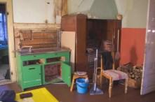 Nach Entfernen von Boiler, Wasserhahn und Spritzschutz