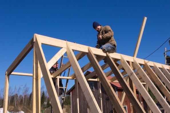 Bei der Montage der Dachträger