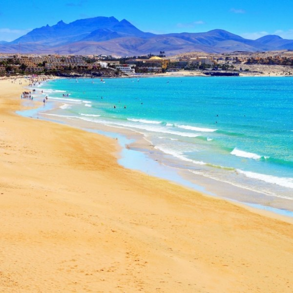 la-sabbia-tra-le-dita-–-spiagge-di-fuerteventura-view-of-playa-esmeralda-in-fuerteventura-canary-islands-spain-663-7978