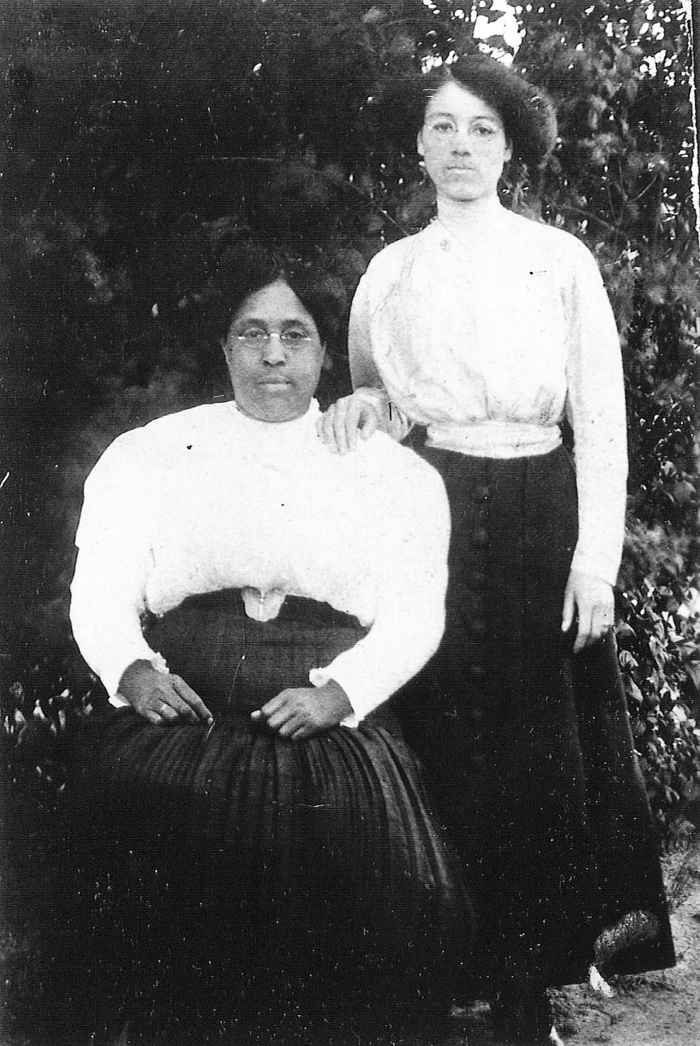 Louse Smitherman Phillips and Elinora Phillips Lee circa 1915 (2)