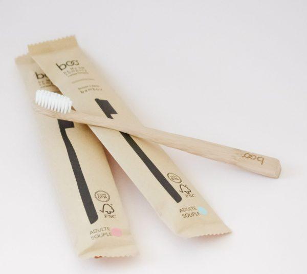 La brosse à dents en bambou est une alternative à la brosse à dents classique. Prenez soin de vos dents et protégez la planète en réduisant vos déchets.