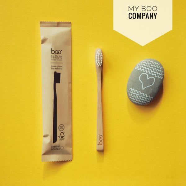 La brosse à dents en bambou pour enfant est une alternative à la brosse à dents classique en plastique. Vous prenez soin des dents de vos enfants tout en protégeant la planète et en réduisant vos déchets. Le manche adapté en bambou se composte et ses poils en nylon, souples pour les gencives, se recyclent.