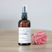 L'hydrolat de roses de Damas bio Make it beauty disponible sur Marguette.com est parfait pour tous les types de peaux.