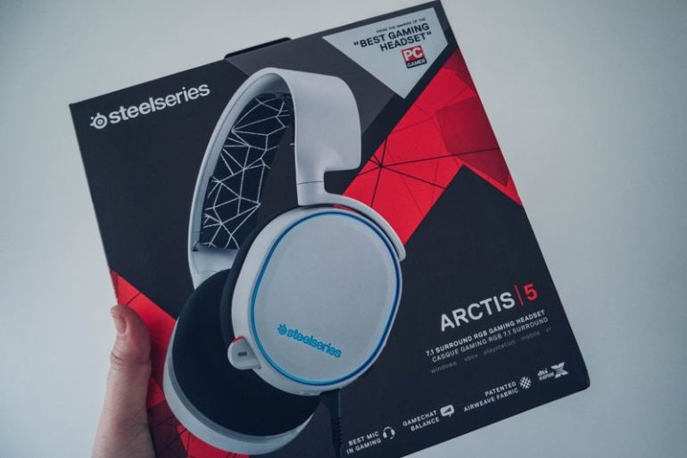 SteelSeries-Arctis-5-01