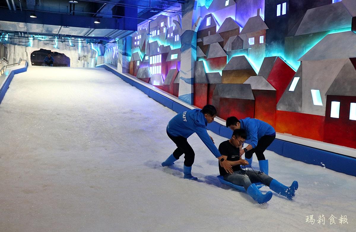 台中三井雪樂地,全台第一家恆溫20度雪場,台中就能堆雪人打雪仗,台中三井OUTLET,台中親子景點,台中滑雪