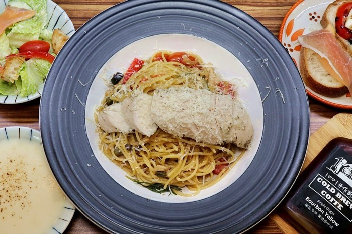 1001手作廚房|義大利麵 燉飯 選擇豐富 料多實在份量大 平價好吃推薦 台中西屯美食(菜單,價錢)