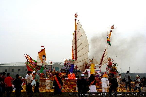 台南西港節慶|國家重要民俗「西港慶安宮的刈香遶境活動」壓軸-燒王船祭典@2006年