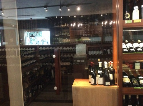 Evergreen Laurel Classic wine Shopワイン貯蔵室