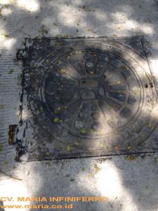 manhole 100 pasar kembang 2