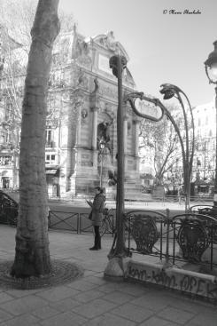 Métro St Michel, un beau jour. Un dimanche, il y a trois semaines.