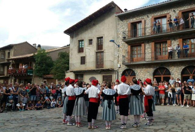 Ball de les cosses, Gósol, Alt Berguedà. I Cal Tampanada, on Picasso va allotjar-s'hi l'estiu de 1906.