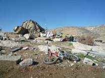 Demolición en Jirbet Ar-Rahwa (Colinas del Sur de Hebrón), 13/1/16. Fotos: EAPPI.