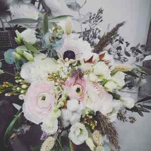 Bouquet de mariée, fleurs blanches roses et vertes, fleuriste montpellier, fleuriste castries, décoration florale mariage