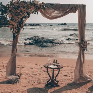 décoration de mariage, mobiliers de mariage, arche florale, décoration mariage plage