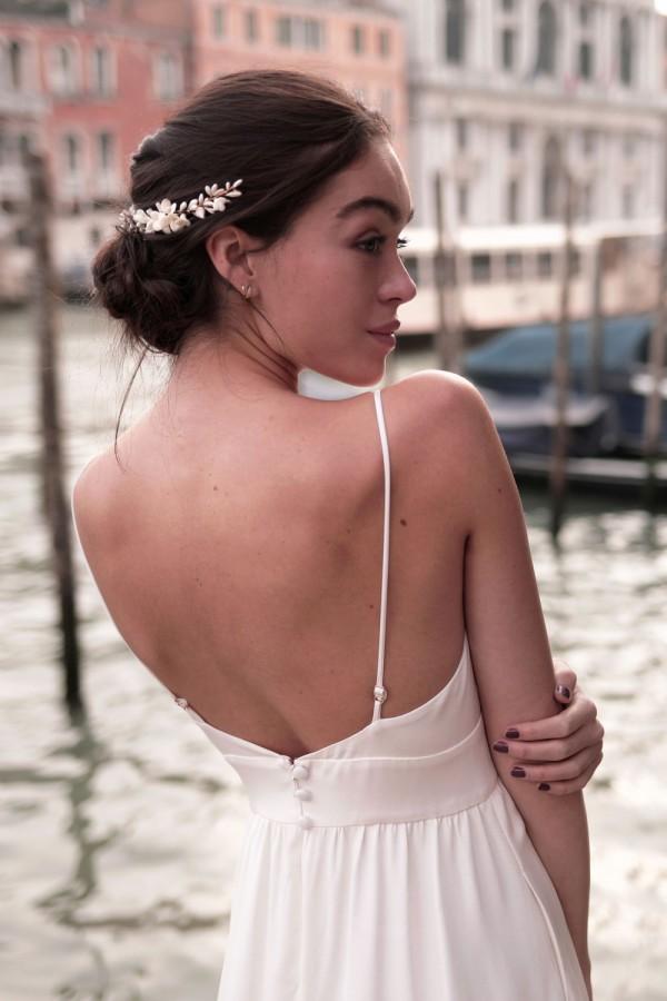 robe de mariée, collection mariage 2021, Maison Lemoine Paris, robe fines bretelles, couronne de fleurs